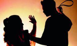 اعتداء شاب على امرأة في أحد شوارع السعودية