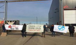 نشطاء مناهضون للعدوان على اليمن بمدينة هاميلتون الكندية يوقفون شاحنات تحمل أسلحة للسعودية