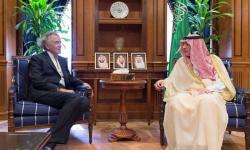 ماذا يفعل اليهودي المتطرف هنري ليفي في ضيافة آل سعود بضيافة عادل الجبير؟؟