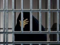 """اعتقال فتاة من عائلة """"الدخيّل"""" بعد مداهمة منزلها ببريدة"""