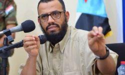 ابن بريك يتحدى السعودية وينفي تسليم المواقع العسكرية لقوات هادي