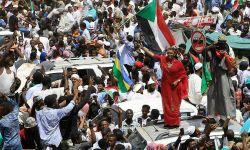 سودانيون يتظاهرون أمام سفارات السعودية في لندن